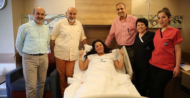 Ünlü şarkıcı çikolata kisti ameliyatı oldu!