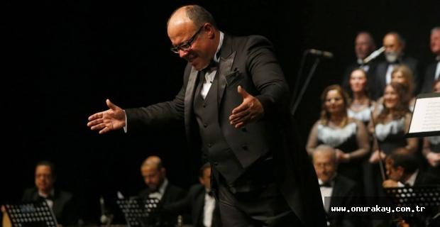 TRT'nin usta ses sanatçısı Cengizhan Sönmez'e, 25. yıl sürprizi!