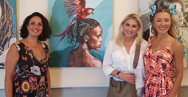 Ersoy'lar, Pınar Kalem'in sergisinde bir araya geldi!