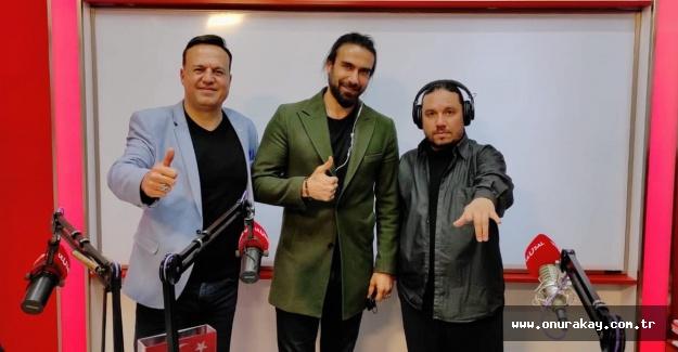 Bülent Ersoy oyuncu Adnan Koç'u fena terletti!