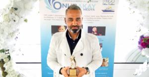 Engellilerden, OnurAkayMedya Genel Yayın Yönetmeni Umut Yılmaz'a ödül!