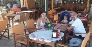 Ünlü oyuncu İlkay Akdağlı, eşi ve çocuğu  ile tatilde!