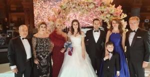 Ömür Gedik, kızını evlendirdi ve düğünde şarkı söyledi!