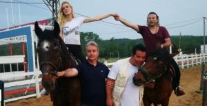 Atlar engelli çocuklara terapi oldu!