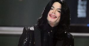 bDünya Michael Jacksonın otopsi.../b