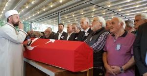 bTarık Ünlüoğlunun cenaze töreninde.../b