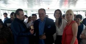 Engelliler, 'Yılın Şarkısı Ödülü'nü 'Görmeden Sevmek'e verdi!